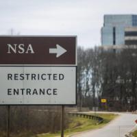Usa, due uomini travestiti da donne tentano di forzare l'ingresso della Nsa: un morto