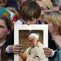 I giovani e Giovanni Paolo II, decennale in tono minore: i papaboys guardano a Francesco