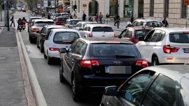 Quattro giorni l'anno ostaggio dell'auto  Roma e Milano in cima a top ten traffico