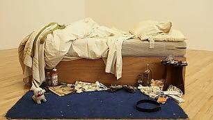 Il letto disfatto di Emin alla Tate esposto tra due dipinti di Bacon