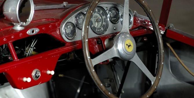 Viaggio nell'officina segreta Ferrari, una boutique dove rinascono le rosse milionarie