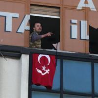 Turchia: uomo armato assalta partito di Erdogan, arrestato
