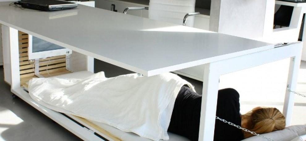 Riposino in ufficio arriva la scrivania che diventa letto - Scrivania da letto ...