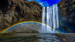 L'arcobaleno 'perfetto'? In Islanda  Lo scatto ai piedi della cascata