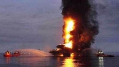 Incendio su una piattaforma petrolifera nel golfo del Messico: evacuati 300 operai