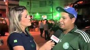 Reporter contro tifoso omofobo duro rimprovero in diretta tv