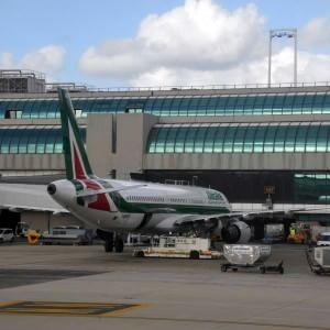 Gli italiani volano al risparmio: Ryanair prima compagnia davanti ad Alitalia
