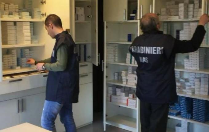 Traffico internazionale di medicinali rubati: 19 arresti, danno da 30 milioni per ospedali e case farmaceutiche