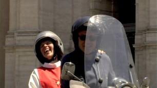 Fuga dalla clausura, la suora per la prima volta in scooter