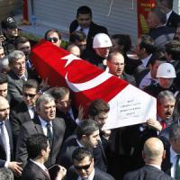 La Turchia blocca l'accesso ai social: imposta a Twitter e YouTube rimozione foto