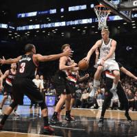 Basket, Nba: Brooklyn supera Portland e vede i playoff