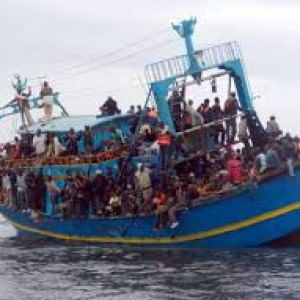 Otto migranti annegati nel mar Egeo dopo l'affondamento di una barca