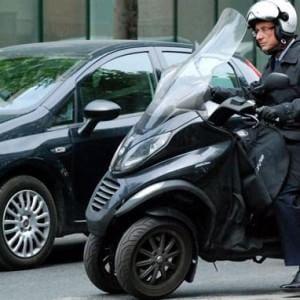 Piaggio accusa Peugeot e Yamaha di copiare lo scooter a tre ruote