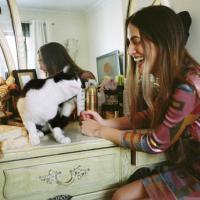 Donne e gatti: un blog raccoglie gli scatti più belli