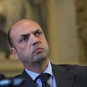 "Terrorismo, Alfano: ""Espulsi dall'Italia due tunisini"""