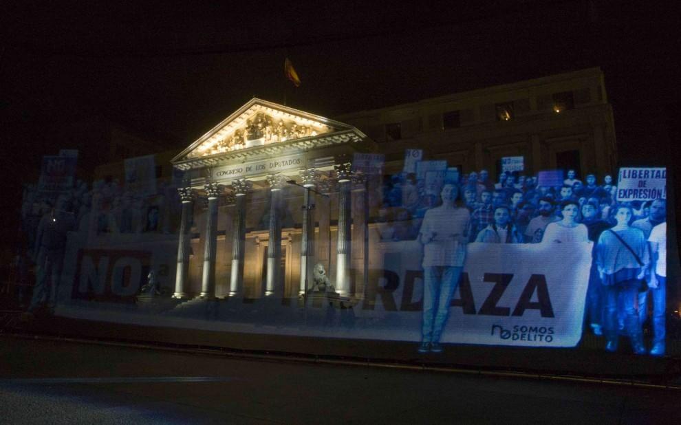 Madrid, la protesta degli ologrammi contro la Legge Bavaglio