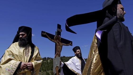 """Grecia, la Chiesa in aiuto di Tsipras: """"I nostri beni per pagare il debito"""""""