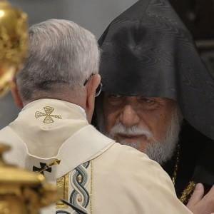 """Papa: """"Massacro armeni primo genocidio XX secolo"""". Turchia: """"Lontano dalla realtà storica"""""""