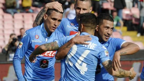 Napoli-Fiorentina 3-0: tris scaccia crisi degli azzurri, viola scavalcati in classifica