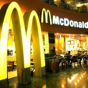 Arriva in Parlamento la polemica su McDonald's per lo spot contro la pizza