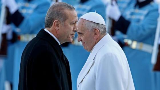 """Erdogan al Papa: """"Sugli armeni non faccia più quell'errore"""""""