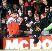 Cantona, 21 anni fa il colpo di kung fu a un tifoso