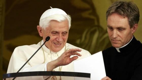 """Monsignor Georg: """"Il mio Ratzinger segreto. Così provai a convincerlo a non lasciare il pontificato"""""""
