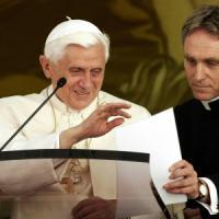 """Monsignor Georg: """"Il mio Ratzinger segreto. Così provai a convincerlo a non lasciare il..."""