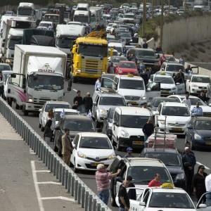 Gli italiani e la macchina: 3.200 euro l'anno per mantenere l'auto