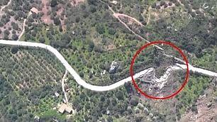 L'autostrada spezzata La frana vista dall'elicottero    Foto navigabile