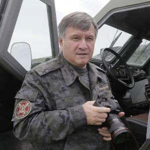 """Arsen Avakov: """"Destabilizzare l'Ucraina serve solo al Cremlino, l'indagine farà piena luce"""""""