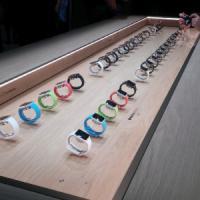 Milano, tutti in coda per l'anteprima di Apple Watch