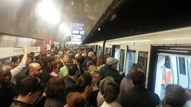 Roma: sciopero blocca le metro A e C I passeggeri al buio nei vagoni 'occupati'
