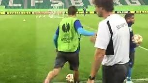 Questa palla entra in porta Gabbiadini, 'gol' impossibile