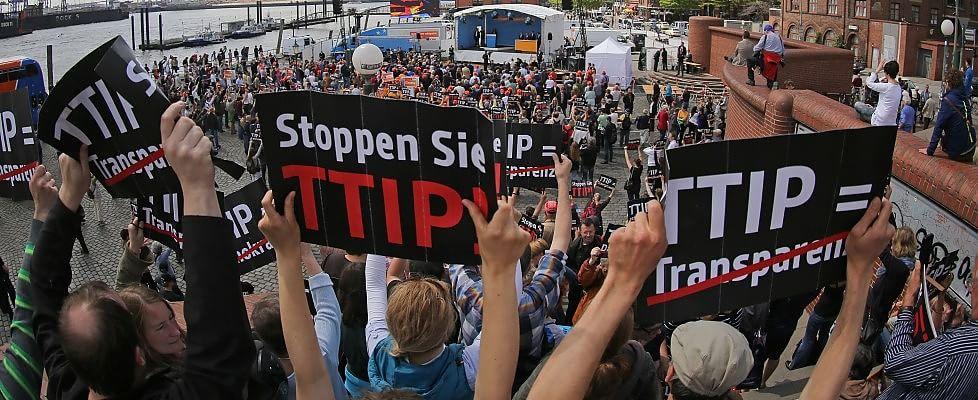 Il mondo in piazza contro l'accordo Ttip di libero scambio tra Ue e Usa