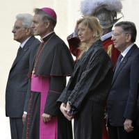 Mattarella da Bergoglio. Prima uscita ufficiale della figlia