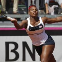 Tennis, Fed Cup: Giorgi lotta ma si arrende a Serena Williams. Errani pareggia i conti