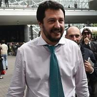 """Naufragio, Renzi: """"Non restare insensibili"""". Salvini: """"Vittime sulla tua coscienza sporca"""""""