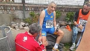 Il maratoneta Quagliariello il senatore cade ma non molla