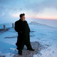 Corea, il grande scalatore: Kim Jong a piedi sul monte Paektu