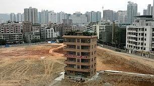 Piccole roccaforti urbanistiche le case resistono alle demolizioni