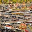 Plastico da record italiano 200 metri quadri di trenini
