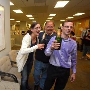 Vince il Pulitzer, ma per motivi economici cambia lavoro