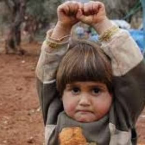 Bambini in guerra: la pagano cara in fame, malattie, tentati suicidi, solitudine