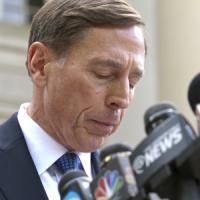 Usa, due anni di libertà vigilata al gen. Petraeus. L'eroe dell'Iraq evita il carcere