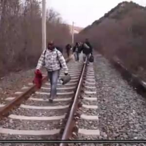 Tragedia di migranti, stavolta via terra: treno li travolge, 14 morti in Macedonia