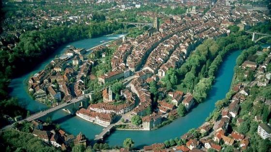 Reddito alto, politici onesti, società inclusiva: gli svizzeri sono i più felici, italiani 50esimi