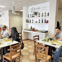 Gli italiani non rinunciano a shopping e ristoranti