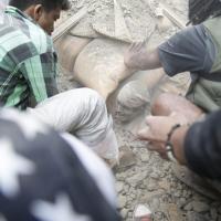 Terremoto Nepal, l'uomo
