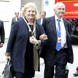 Volkswagen, si dimette il presidente Piech